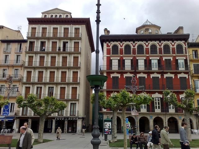 Pamplona: Edificios en plaza del Castillo.