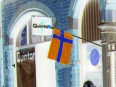 Façade et drapeau - Quinton flag façade  /   Helsingborg - Suède 3 Sweden.   22 octobre 2008-  Effet de négatif