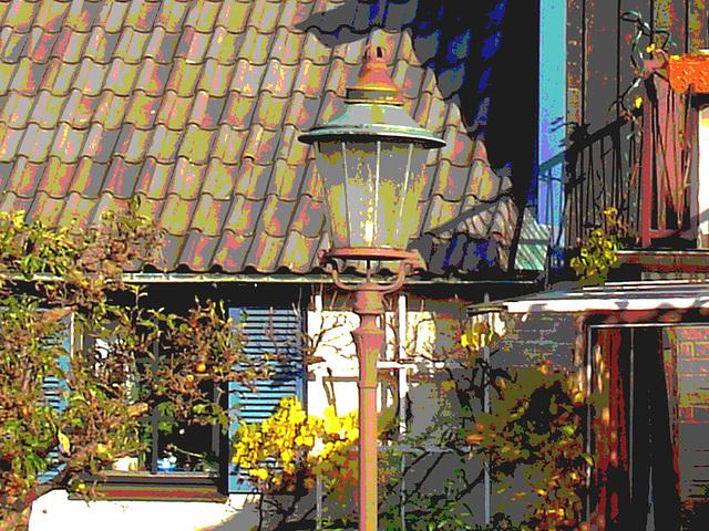 Coquette maison avec son lampadaire privé  /  Stylish house with its private street lamp -   Båstad  /  Sweden - Suède.  Octobre 2008 -  Postérisée
