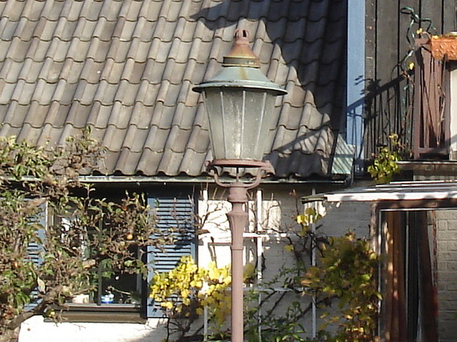 Coquette maison avec son lampadaire privé / Stylish house with its private street lamp