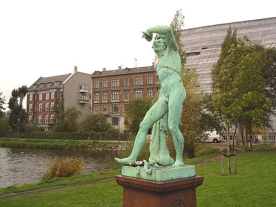 Exhibitionnisme statuaire / Statuary exhibitionist - Copenhague, Danemark.  20 octobre 2008