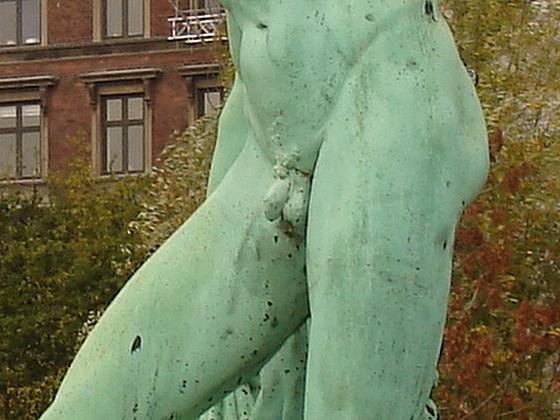 Exhibitionnisme statuaire / Statuary exhibitionist - Copenhagen, Denmark.  20 octobre 2008