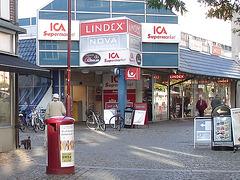 ICA Supermarket eyesight-  Vue sur le supermarché ICA  -  Ängelholm , Suède / Sweden -  23 0ctobre 2008