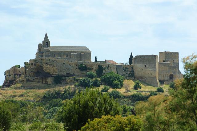 Eglise et chateau de Fos sur mer