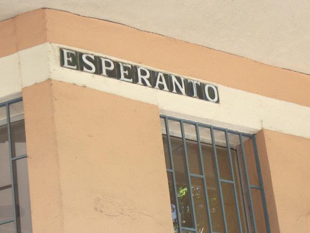 Ĵus alveninte, ni iras viziti la faman straton Esperanto