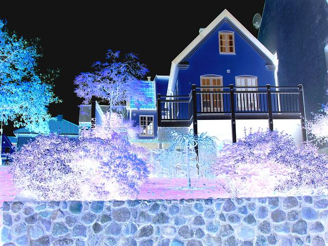 Stones fence & Swedish architecture - Clôture de pierres et Architecture Suédoise / Ängelholm - Suède ( Sweden)   23 octobre 2008 - Effet de négatif