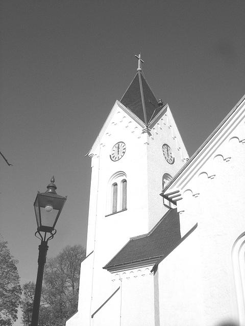 Cimetière et église / Cemetery & church - Ängelholm.  Suède / Sweden.  23 octobre 2008- B & W