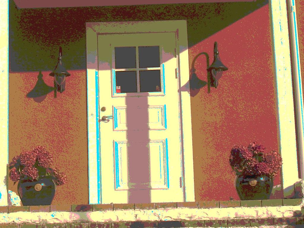 Welcoming door  / Porte accueillante - Båstad  /  Suède - Sweden.  25 octobre 2008  - Postérisation