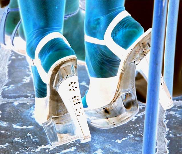 Mariage et Talons Hauts /  Wedding heels - February 2009 - Ipernity friend's gift  / Effet de négatif et couleurs ravivées