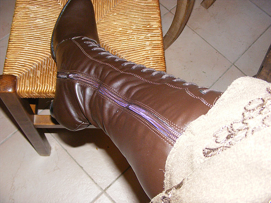 Mon Amie Christiane avec permission / Bottes lacées à talons hauts en cuir marron - Brown tied high-heeled boots.