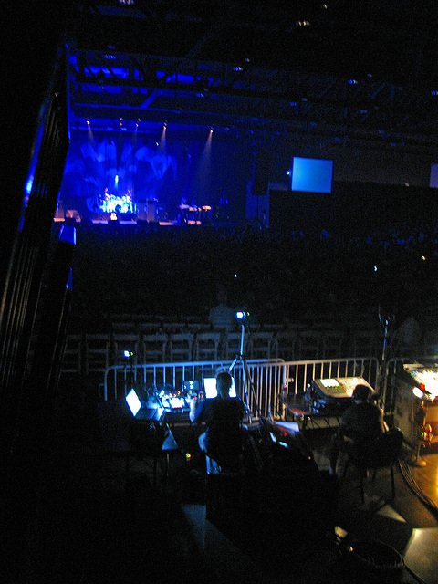 Yes about to come onstage (0416)