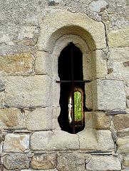 vue au travers de la chapelle