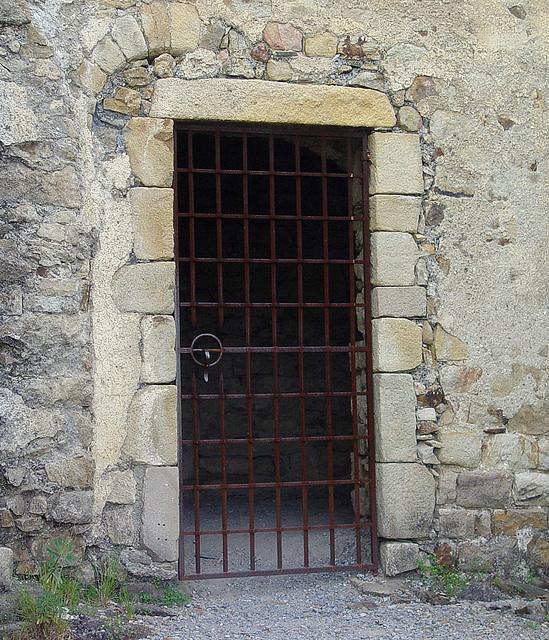 porte de la chapelle de l'ermitage de Saint Sauveur