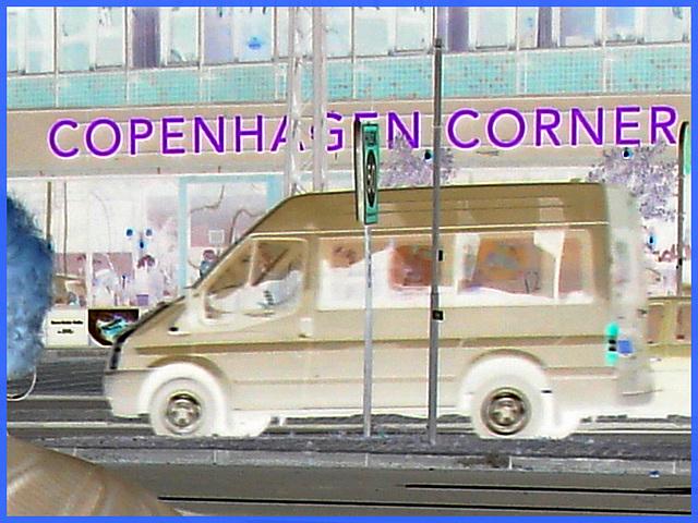 """Regard sur """"Copenhagen corner """" -  Copenhague.  Danemark  /  20-10-2008  - Effet de négatif + couleurs ravivées"""