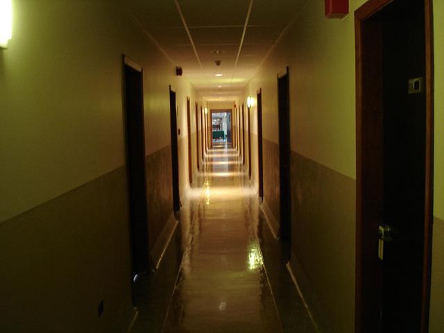 Corridor de l'hôtellerie au troisième étage -  Rooms guest third floor corridor -  Abbaye de St-Benoit-du-lac  /  07-02-2009-  Originale