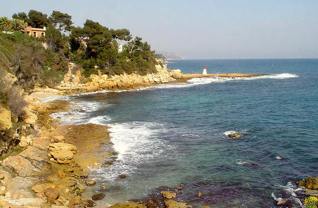 vue sur le bord de mer avec au loin les iles du Frioul