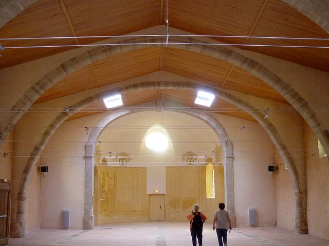 Salle communale dans ancienne église