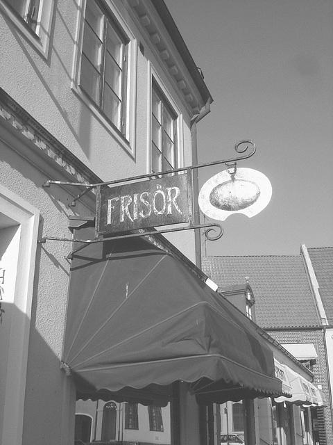 Enseigne publicitaire / Frisör sign -  Laholm / Sweden - Suède.  25 octobre 2008 -  B & N