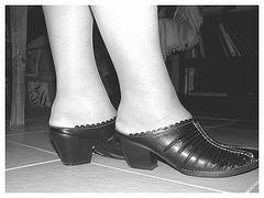 Mon amie / My friend Christiane - New clogs / Nouvelles chaussures /  Podoélégance Christianienne . N & B