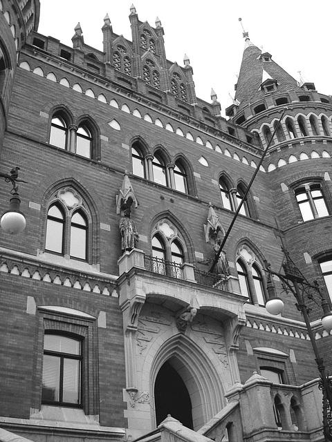 Architecture Viking contemporaine / Majestuous archtectural building  -  Helsingborg  /  Suède - Sweden.  22 octobre 2008 -  N & B
