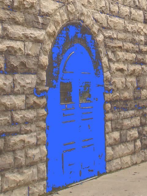 Souvenir manufacturier de l'an 1900 /   1900 door manufactory memory -  Dans ma ville / Hometown.  5 avril 2009-  La porte bleue de Barbe bleue