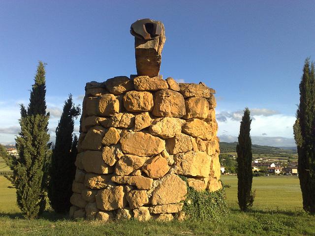 Escultura en Villatuerta (Navarra).