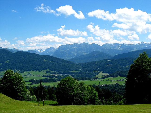 Blick auf die Berge  des Bregenzer Waldes vom Lorenapaß