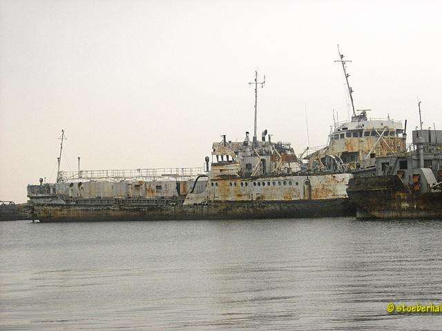 Abgewrackte Schiffe auf dem Baikalsee