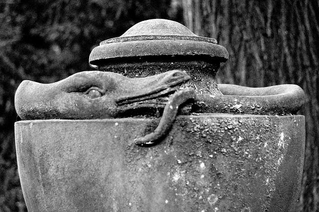 urno kun serpento