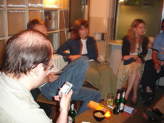 Erstes Konzert für Handy Solo im Kunstraum trudi.sozial. Juni 2006