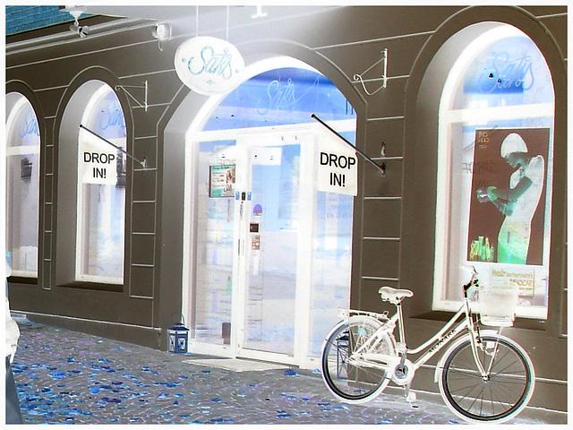 Drop in ! Store façade and bike - Façade de magasin et vélo /  Helsingborg  .  Suède / Sweden.  22 octobre 2008-  Effet de négatif / Negative effect