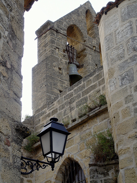 détail sur la cloche de l'église