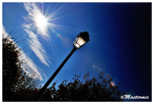 Le lampadaire au soleil