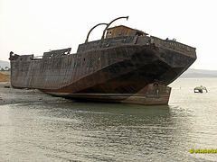 Schiffswrack am Strand des Baikalsees