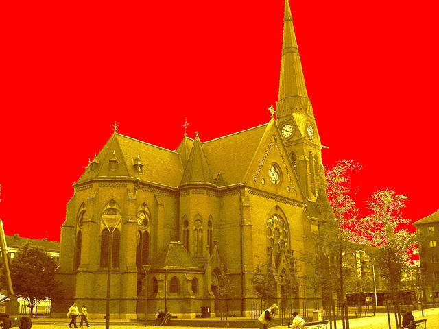 Église de Helsingborg, Suède . 22 octobre 2008 -  Sépia et ciel rouge vif