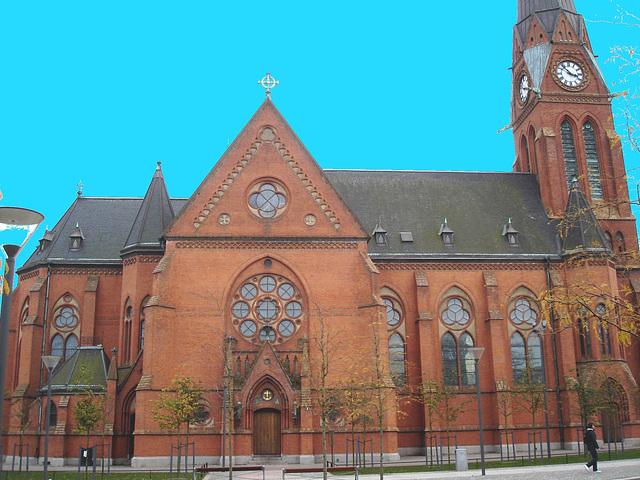 Église de Helsingborg, Suède . 22 octobre 2008-  Photofitré avec ciel bleu
