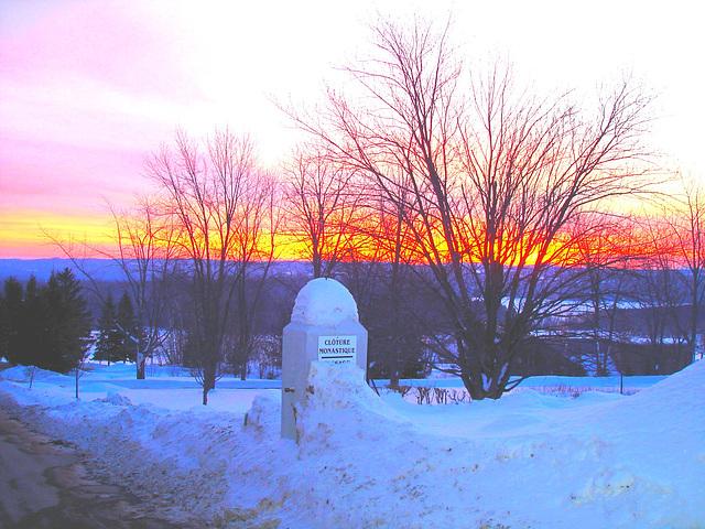 Soleil levant sur l'abbaye de St-Benoit-du-lac - Québec. Canada - 7 février 2009- Couleurs ravivées