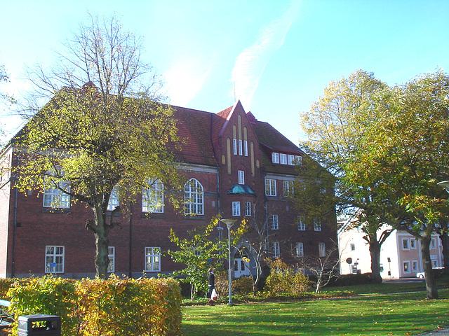 Towering swedish architectural building - Imposante architecture Suédoise /  Ängelholm  -  Suède / Sweden.  23 octobre 2008