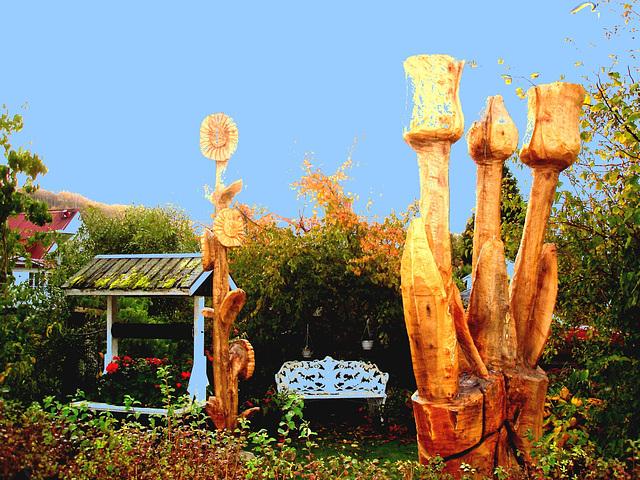 Banc et puits dans le jardin / Bench and well in the garden -Båstad   /  Suède - Sweden . 21-10-2008 - Bidouillée avec ciel bleu