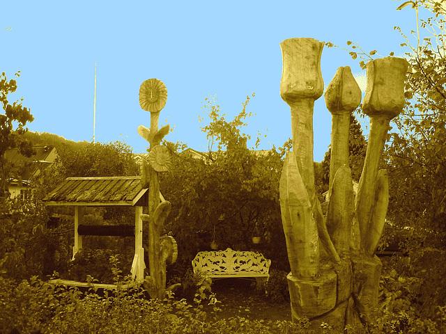 Banc et puits dans le jardin / Bench and well in the garden - Båstad  /  Suède - Sweden . 21-10-2008- Sepia et ciel bleu bidouillé