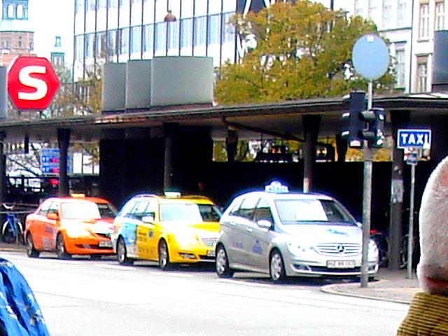 Copenhagen / Copenhague -  Octobre 2008.   TAXI !!!!!!!!!!!!!