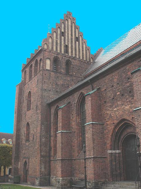 Helsingborg's church / L'église de Helsingborg  - Suède / Sweden - Ciel bleu photofiltré