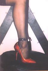 Elsa's friend  - Suggestive pose in high heels / Pose suggestive en talons hauts -  Avec / with permission
