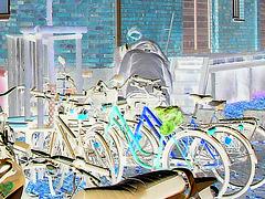 Aire de stationnement pour vélos et scooters /  Train station: Bikes and scooters parking  - Båstad,  Sweden / Suède.  - 20-10-08- Effet de négatif