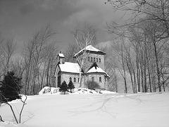 Tour St-Benoit de l'abbaye du même nom -  Région des cantons de l'est au Québec / Février 2009 - B & W