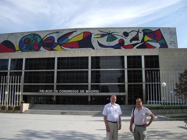 Antaŭ la Palaco de Kongresoj kaj Ekspozicioj de Madrido