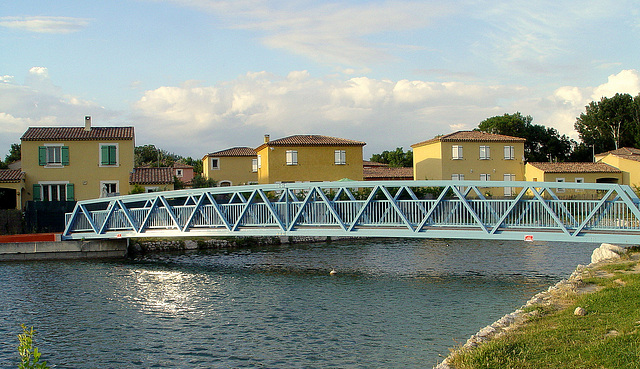 nouveau pont tout neuf et reluisant