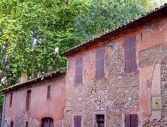 vieux bâtiments de l'époque rose !