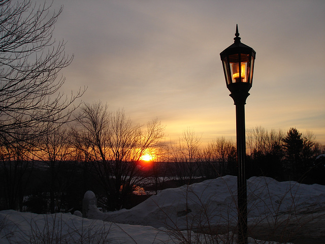 Soleil levant sur l'abbaye - Photo originale avec flash