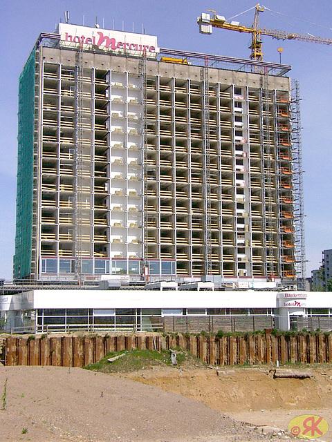 2003-05-04 hotelo Newa-Mercure dum rekonstruado 02